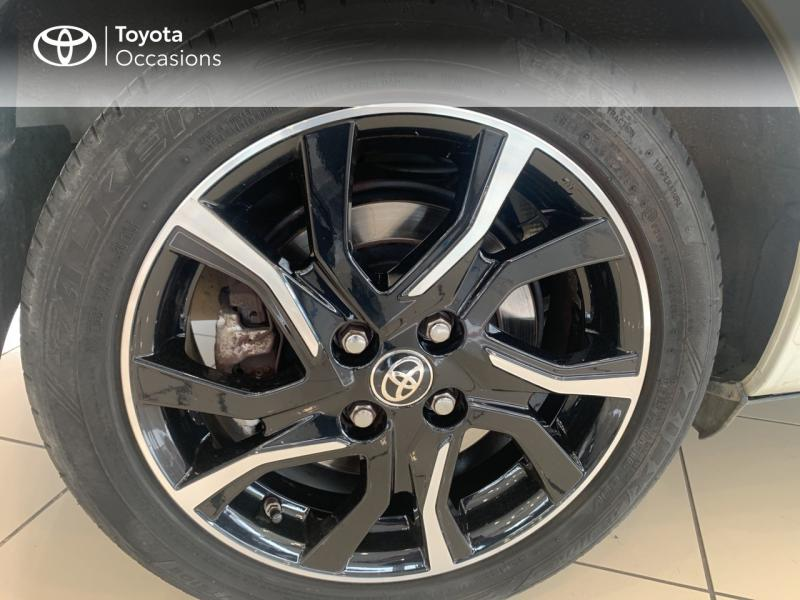 TOYOTA Yaris 100h Collection 5p - 16