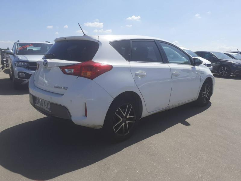 TOYOTA Auris HSD 136h Feel! - 3