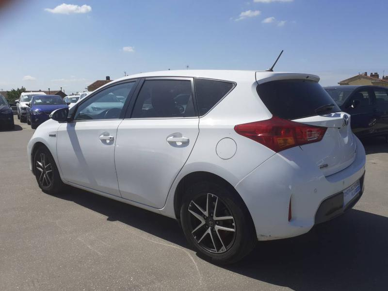 TOYOTA Auris HSD 136h Feel! - 6