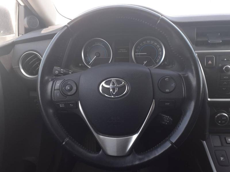 TOYOTA Auris HSD 136h Feel! - 10